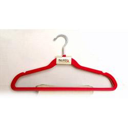 Kadife 4'lü Elbise Askısı - Kırmızı