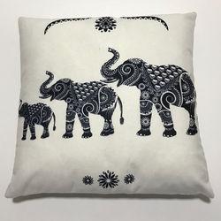 Nevresim Dünyası 3D White Elephant İçi Dolu Kırlent - 43x43 cm